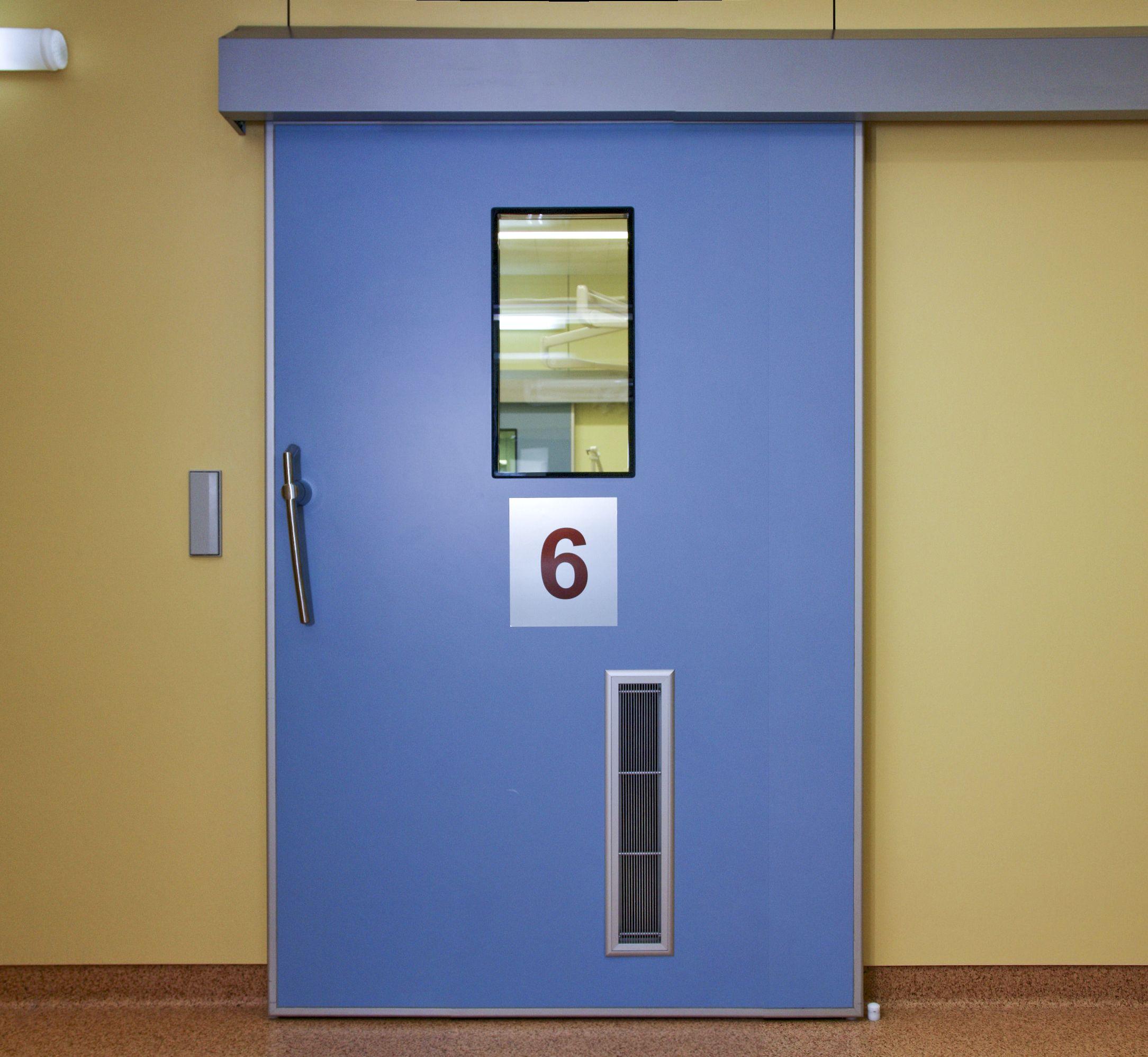 герметичные автматические медицинские двери